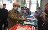علی اکبر صالحی رای خود را به صندوق انداخت